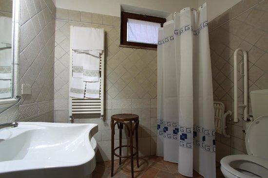 Agriturismo Il Vecchio Maneggio: Bathroom