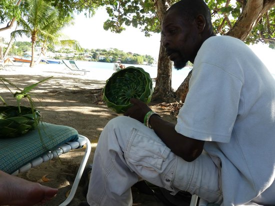 Calabash Luxury Boutique Hotel & Spa: Beach seller making us a basket