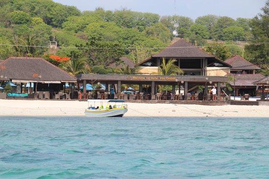 Hotel Vila Ombak: Villa Ombak set fra søsiden