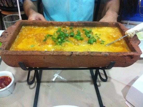 Lagoa da Prata Restaurant: moqueca de tilapia assada na telha, una delicia!