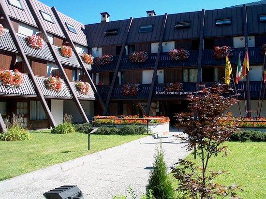 Centro Pineta Family Hotel & Wellness: esterno estivo
