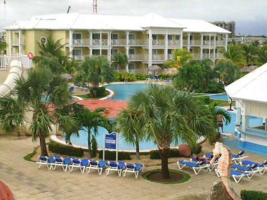 Blau Marina Varadero Resort: Pool and pool bar (bar to the right)