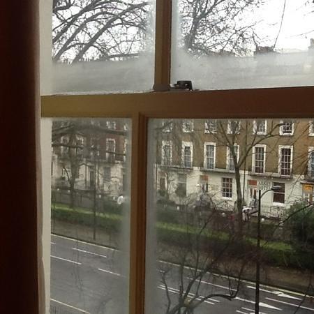 Castleton Hotel: essa é a vista do quarto no 2o. andar...