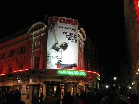 Stomp : Ambassadors Theatre