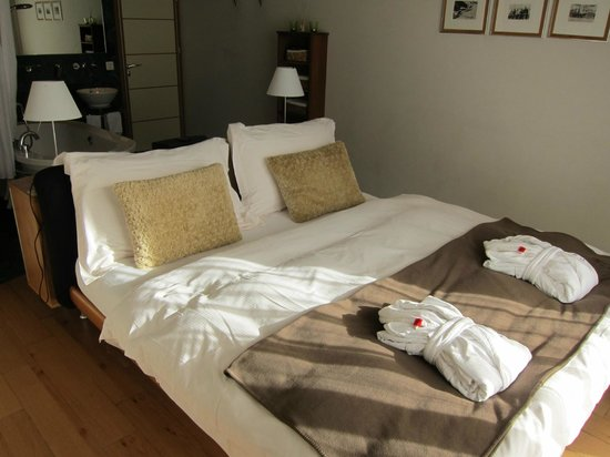 Coeur des Alpes: Our suite's bedroom