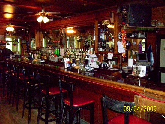B & B Lounge: Bar