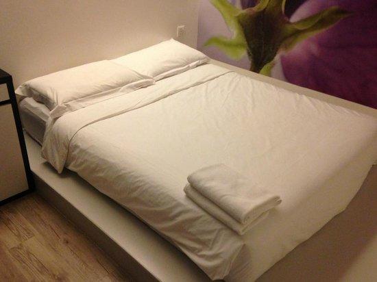 V Garden Hotel: Great bed