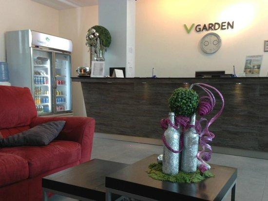 V Garden Hotel: Lobby