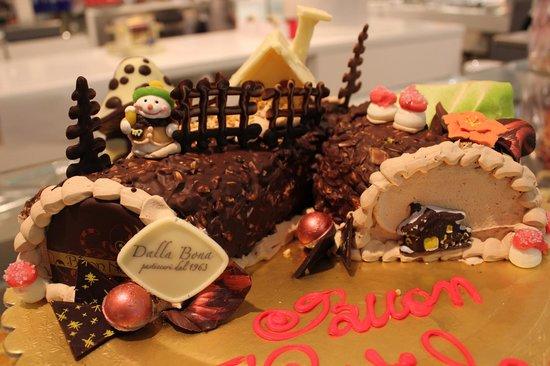 Torta Tronchetto Di Natale.Tronchetto Di Natale Picture Of Pasticceria Dalla Bona