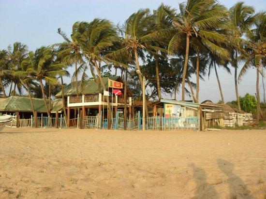 Mount Lavinia Beach : We had a wonderful walk along the windy beach