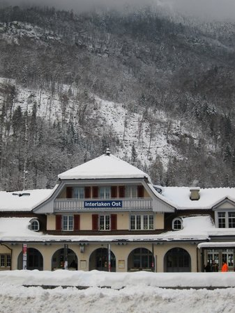 Carlton-Europe Hotel: Interlaken Ost train station nearby