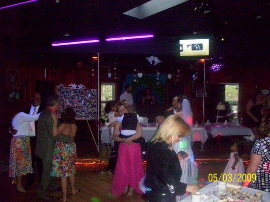 B & B Lounge: Party