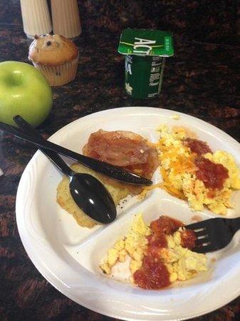 Residence Inn Little Rock: Carolyn's breakfast was good!