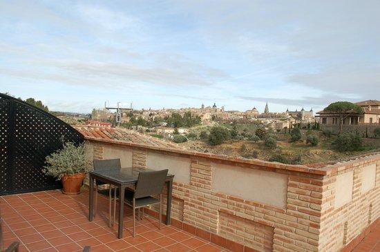 AC Hotel Ciudad de Toledo: Daytime view including patio