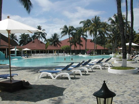 Andilana Beach Resort: piscina