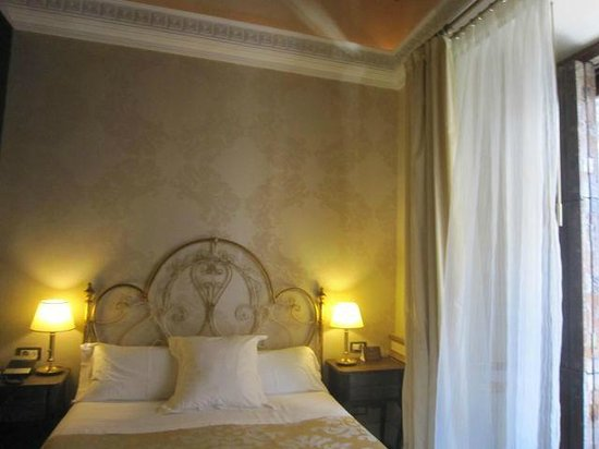 Hotel Casa 1800 Sevilla: Our beautiful room!