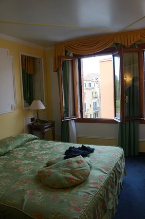 Arlecchino Hotel: Double room with canal view