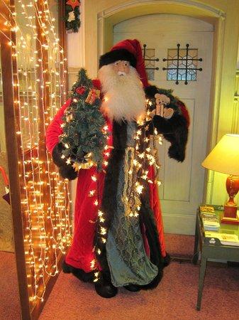 Hotel Wilden Mann: Lobby Christmas decorations