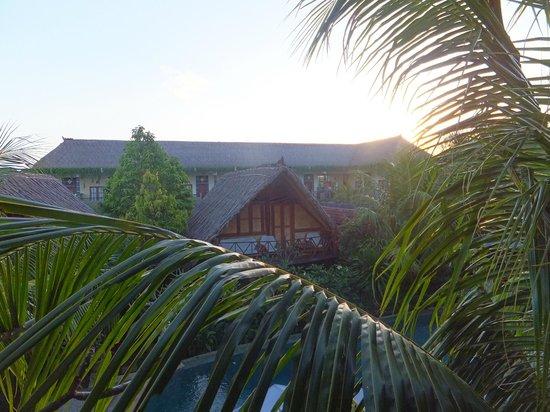 Balangan Sea View Bungalow: vue de la chambre