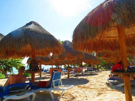 Grand Sunset Princess All Suites Resort: beach... oh yeah!