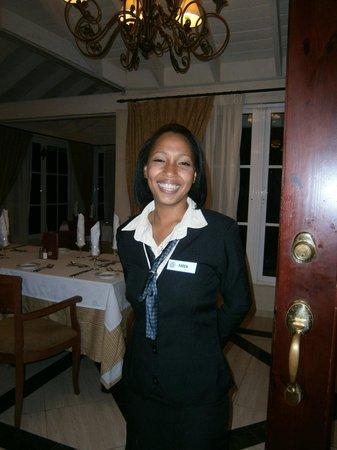 Grand Bahia Principe El Portillo: Karen et son éternelle sourire
