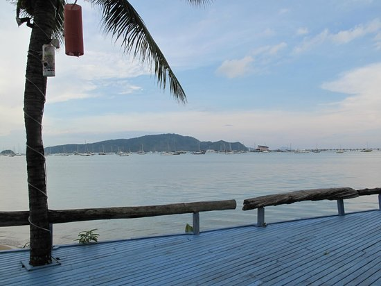 Ao Chalong Villa & Spa: Bahia desde el hotel