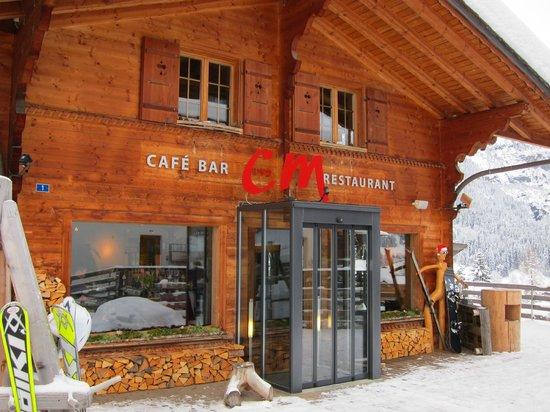C und M Cafe Bar Restaurant: View from the street