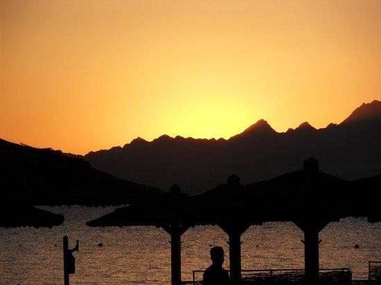 Kempinski Hotel Soma Bay : Sonnenuntergang daily :-)