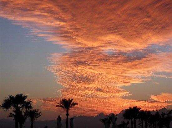 Kempinski Hotel Soma Bay : Wenn schon mal Wolken da sind, dann so...