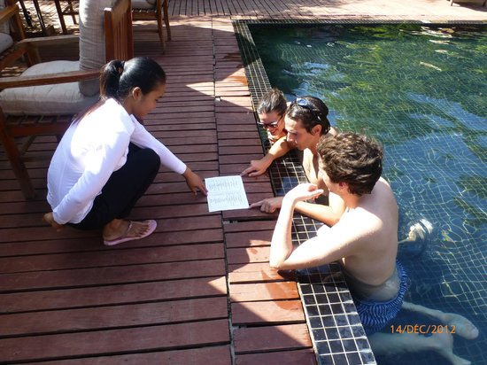 Phka Villa: Commande au bord de la piscine !
