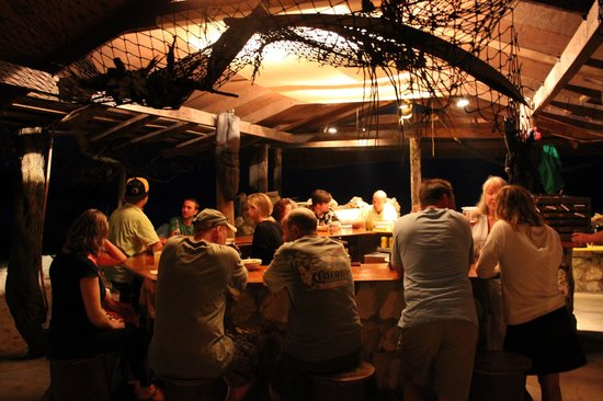 Small Hope Bay Lodge: Guests at the bar at night