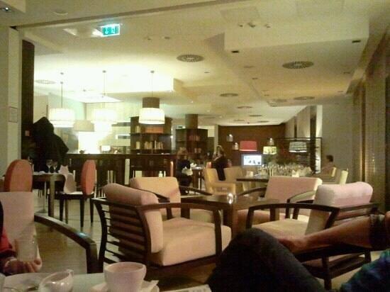 NH Collection Nürnberg City: bequemes sitzen und speisen