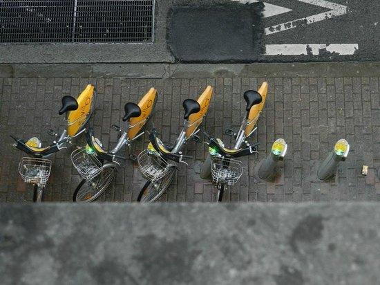 Ibis Brussels Centre Gare Midi: велосипеды у гостиницы