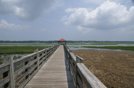 Disney's Hilton Head Island Resort: view of the pier from Mercantile/pool area to Broad creek
