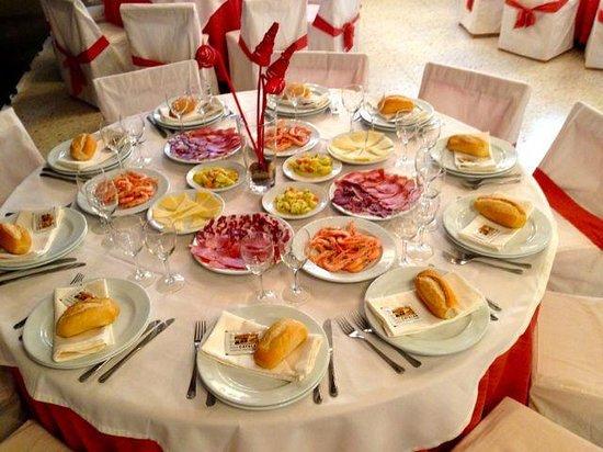 Una Mesa Decorada Para Fiesta Picture Of Hotel