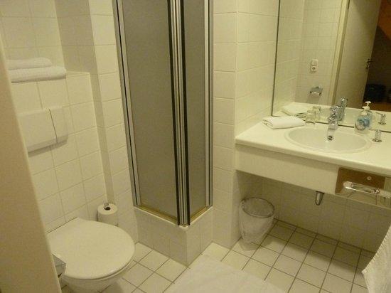 Klostergasthof: the bathroom