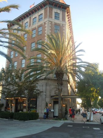 The Culver Hotel: The facade by day