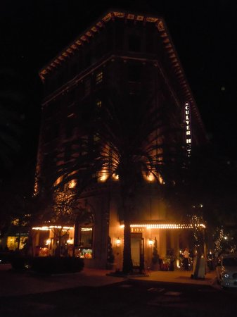 The Culver Hotel: The facade by night