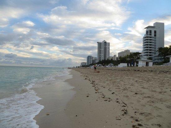 Fontainebleau Miami Beach: Praia em frente ao Hotel