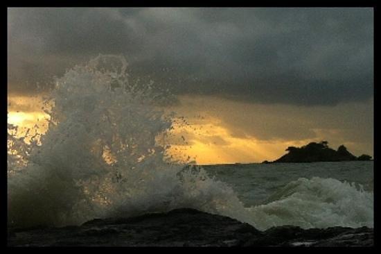 Thornton Beach Bungalows: sunrise from rocks at Thornton Beach