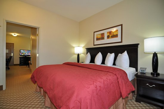 Country Inn & Suites By Carlson, Conway: 2 Room Suite (Living Area)