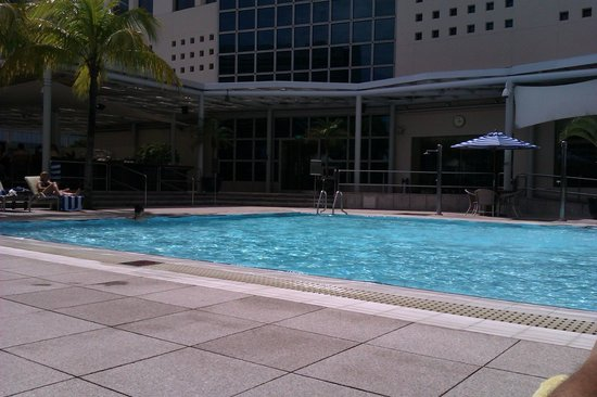 Conrad Centennial Singapore: Lovely pool - good for a swim or a tan by the poolside