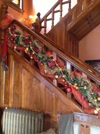 Whiskey Mansion Bed & Breakfast: Whiskey Mansion stairway