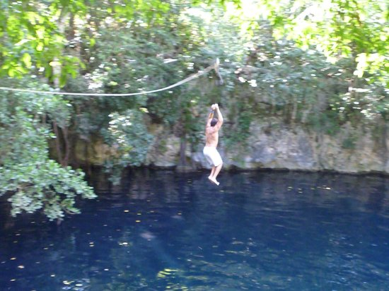 Hummer Jungle Tours: cenote zip wire