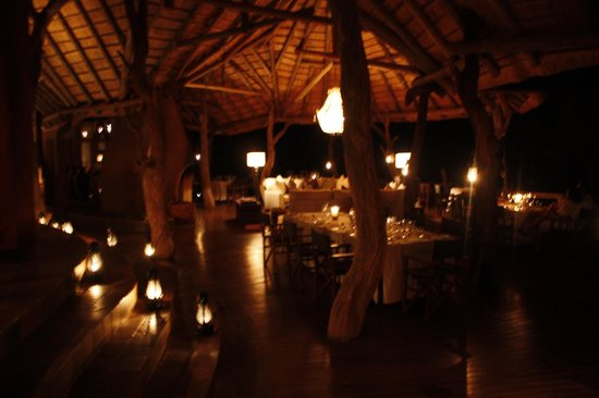 Madikwe Safari Lodge: main lodge at night