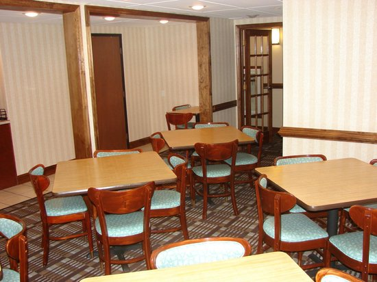 Quality Inn Newport News: Our new breakfast room