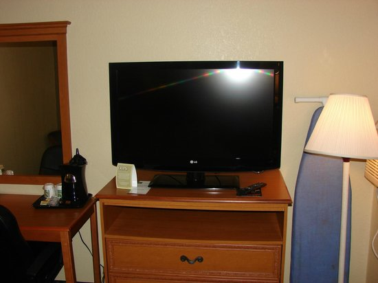"Quality Inn Newport News: 37"" LG Flat screen TV"