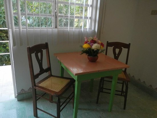 Casa Don Alfredo: Each room has a small table and chairs