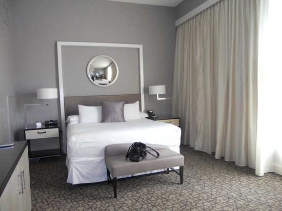 Hyatt Centric French Quarter New Orleans: Amazing king size bed!