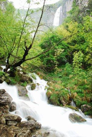 Morino, Italien: La Cascata